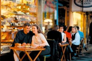 Noi relaxari de la 1 iulie: baruri si restaurante deschise pana la ora 2 noaptea, concerte cu numar mare de spectatori doar daca sunt vaccinati
