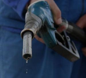 Noi scumpiri? Accizele la benzina si tutun vor creste in 2011