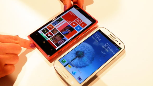 Nokia spera in redresare: Lanseaza in Europa Lumia 920 si Lumia 820