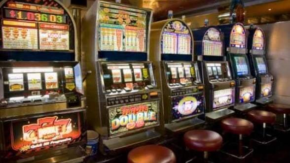 Nu le mai surade norocul: Profiturile companiilor din domeniul jocurilor de noroc au scazut cu 50%