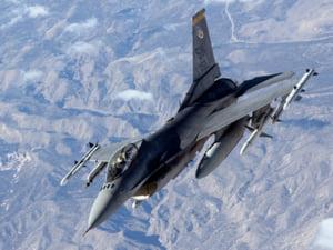 Nu sunt bani pentru avioanele F-16