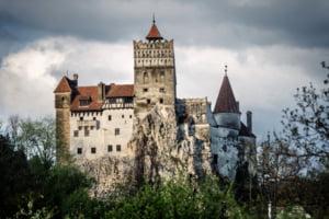 Numar record de vizitatori la castelul Bran, la sfarsitul saptamanii trecute