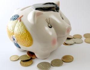 Numarul persoanelor care au economisit in acest an a scazut cu o treime
