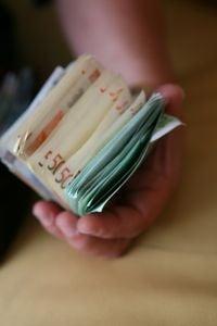 Numarul romanilor cu salarii de peste 1.000 euro a crescut cu 11.000