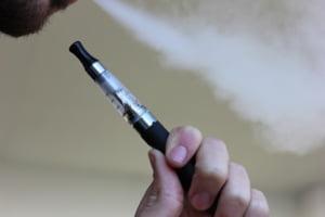 O cercetare din SUA arata ca fumatorii de tigari electronice au leziuni la plamani ca si cum ar fi fost expusi unor gaze toxice