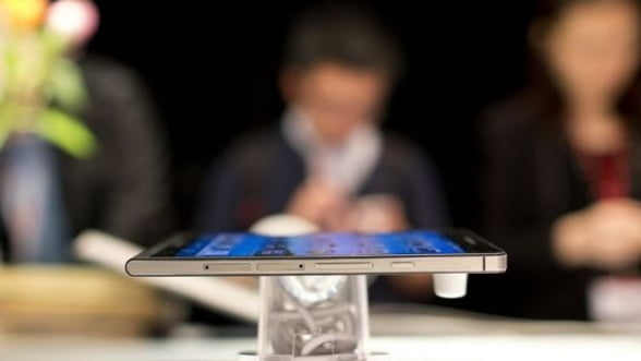 O copie chinezeasca a telefonului Samsung Galaxy S4 se vinde cu virus preinstalat