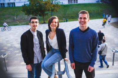 O echipa de stagiari la Facebook si Google ii ajuta pe elevii romani sa simuleze Bac-ul la Informatica