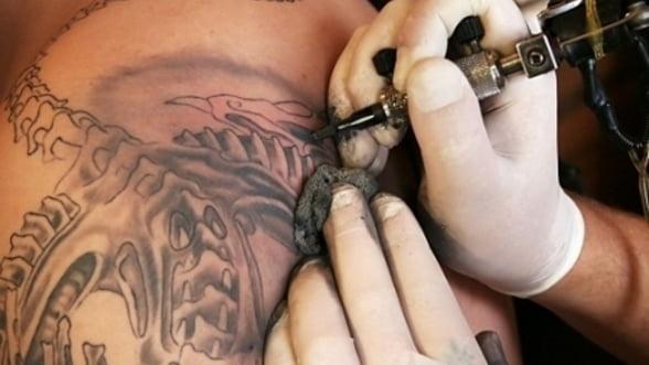 O expozitie de fotografie isi propune sa inlature prejudecatile privind tatuajele