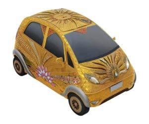 O masina pentru saraci este promovata acoperita cu aur si pietre pretioase