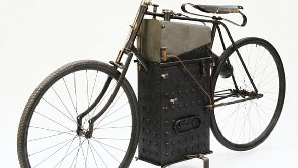 O motocicleta cu aburi, de 117 ani, scoasa la licitatie. Vezi pretul
