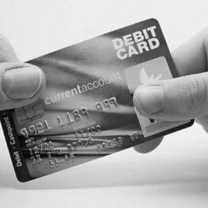 O noua criza la orizonturi: cea a cardului de credit