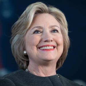 O noua lovitura? Fundatia Clinton recunoaste ca a primit bani din Qatar, fara a informa Departamentul de Stat