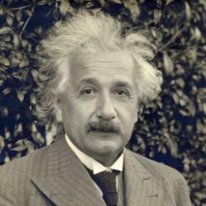 O scrisoare semnata de Albert Einstein in ziua in care a renuntat la pasaportul german, adjudecata cu 25.000 de dolari