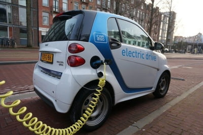 OMV Petrom si Eldrive vor instala 30 de puncte de incarcare rapida pentru masinile electrice, in Romania si Bulgaria