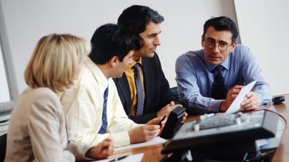 """Oamenii de afaceri dau verdictul: Ce """"sugruma"""" business-ul romanesc?"""