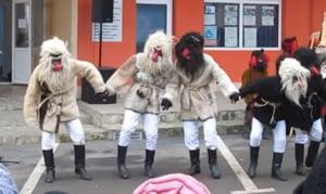Obiceiuri de Anul Nou - simbolurile traditiilor romanesti (Video)