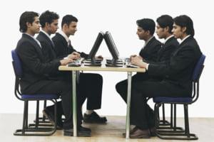 Obiceiuri enervante generate de tehnologie, la birou