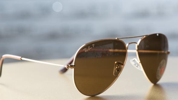 Ochelarii de soare contrafacuti, un pericol pentru ochi. Cum te asiguri ca perechea ta e originala