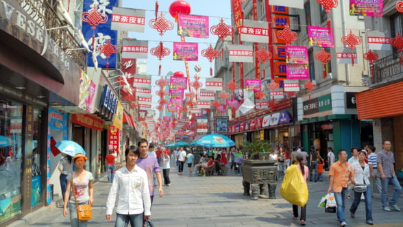Omul care a prevestit socul bursier din China vorbeste acum de o criza. 5 puncte nevralgice