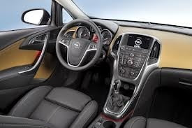Opel Astra Sedan cu motor turbo de 1,4 litri - cea mai cautata versiune in Romania