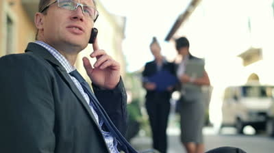 Operatorii de telefonie mobila vor tarifa nediferentiat apelurile in retea si cele din afara retelei