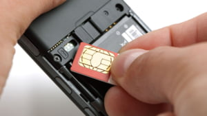 Operatorii din Romania incearca sa-ti ia bani pe roaming. Cat trebuie sa platesti