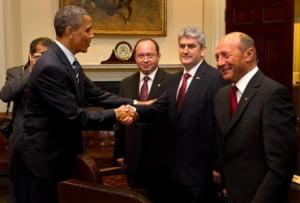 Oprea a ajuns in Euronews cu poza trucata in care da mana cu Obama