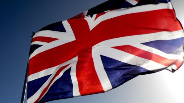 Opt din zece britanici ar dori mentinerea restrictiilor impuse romanilor si bulgarilor