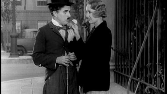 Palaria si bastonul lui Charlie Chaplin, vandute la licitatie. Cat valoreaza