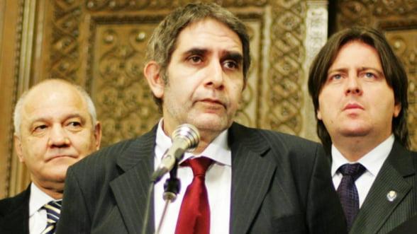 Pambuccian: Din crize ca asta se iese prin dictaturi, Franta va da semnalul