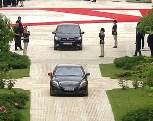 Papa cu Loganul, Iohannis cu Mercedesul. De ce nu a vrut Suveranul Pontif o masina blindata