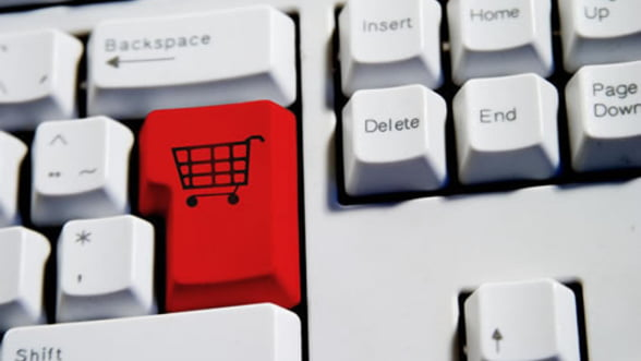 Paradoxul romanesc - cumparam online, dar platim cu bani cash