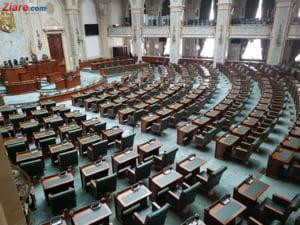 Parlamentarii nu vin luni la munca: Cine nu merge la deschiderea facultatilor poate sa faca reclama la referendum
