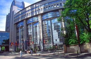 Parlamentul European cere garantarea asigurarilor pentru toate tarile UE