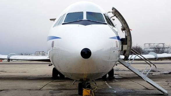 """Pasagerii cu frica de zbor, invitati sa se """"indragosteasca de aviatie"""", in cea mai mare baza de mentenanta din Romania"""