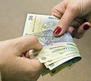 Patronatele: salariul mediu ar putea ajunge la 2.217 lei
