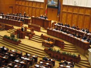 Pensiile speciale ale alesilor locali ar putea intra in vigoare la 1 ianuarie 2021 pentru ca parlamentarilor le-a picat internetul chiar in momentul votului