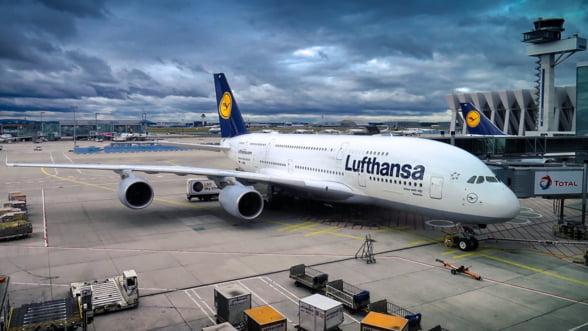 Personalul de bord al companiei Lufthansa ar putea intra in greva, duminica, la Frankfurt si Munchen