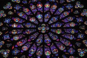 Peste 1.000 de experti ii cer lui Macron sa restaureze cu cap Notre Dame, dupa ce a promis ca e gata in 5 ani
