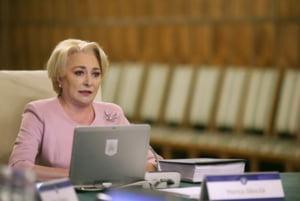"""Peste 100 de persoane au cerut demisia lui Dancila, la un protest in Cluj-Napoca: """"Iohannis, nu-i ierta!"""" (Video)"""