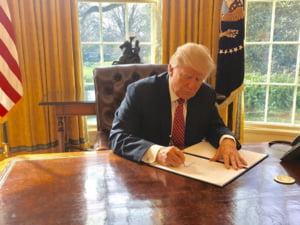 Peste 130 de fosti oficiali si experti i-au scris lui Trump: Ordinul antimigratie afecteaza siguranta nationala si demnitatea SUA