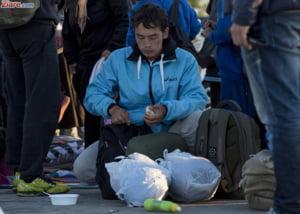 Peste 130 de migranti, descoperiti intr-un camion frigorific ce se indrepta catre Romania