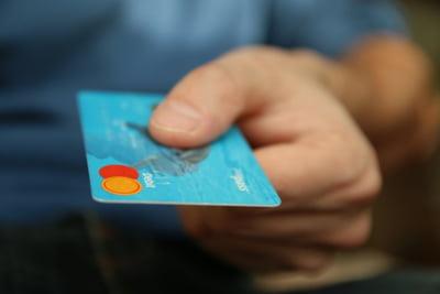Peste 150.000 de persoane fizice si aproximativ 10.000 de companii au solicitat amanarea platii ratelor la credite