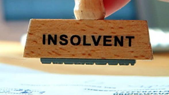 Peste 2.000 de firme au intrat in insolventa in fiecare luna din primul semestru