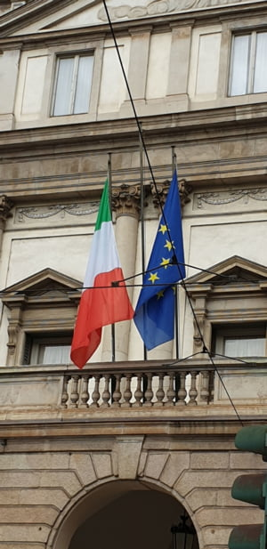 Peste 38 de milioane de locuitori din UE nu au cetatenia tarii de rezidenta. Romania are cei mai putini straini