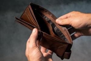 Peste 80 la suta din veniturile romanilor se duc pe cheltuielile curente. Investitiile in gospadarii sunt tot mai mici