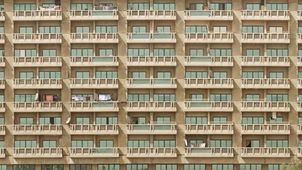 Peste o treime dintre ansamblurile rezidentiale noi sunt bransate ilegal la reteaua electrica