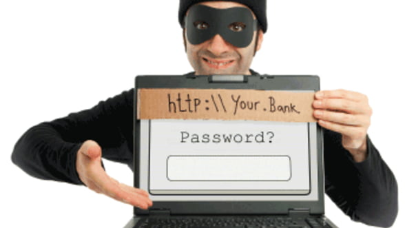 Peste o treime dintre utilizatorii de internet au primit e-mailuri bancare false - raport