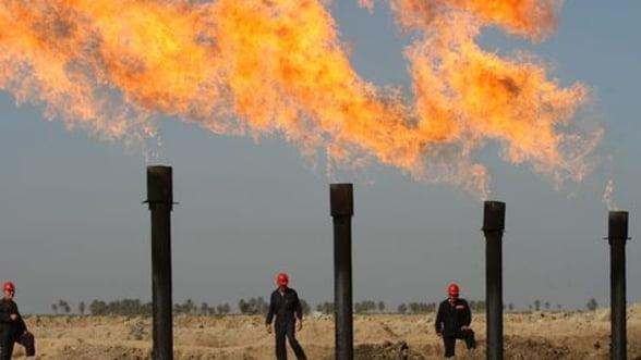 Petrolul coboara sub 60 de dolari. Supraproductia si razboiul OPEC cu restul lumii scufunda piata