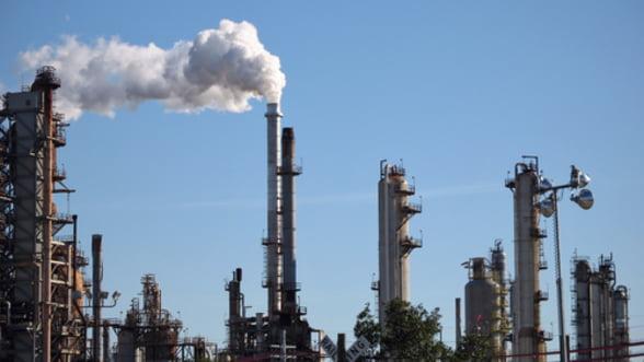 Petrolul pierde teren in Europa. Se vor inchide 10 rafinarii pana in 2020